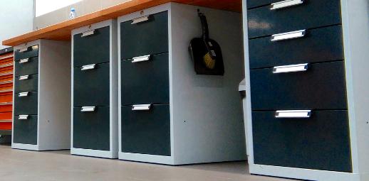 Pracovní dílenský stůl - kontejnery se zásuvkami