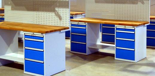 Pracovní dílenský stůl s kontejnery