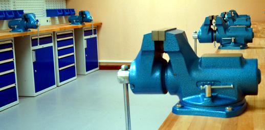 Dílna - vybavení pracovními stoly