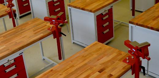 Pracovní dílenský stůl, kovová skříň, ponk - dílna