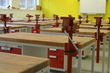 Dílenský pracovní stůl TechnoBank - Atypické dílenské stoly do žákovské dílny