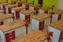 Zrekonstruované prostory žákovské ndílny - Atypické dílenské stoly do žákovské dílny