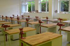 Učebna s dílenskými stoly - Atypické dílenské stoly do žákovské dílny