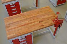 Kvaalitní pracovní deska a svěrák - Atypické dílenské stoly do žákovské dílny