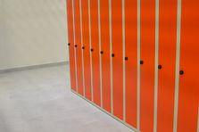 - Atypické šatní skříně - vybavení šatny ZŠ