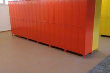 - Barevné školní šatní skříňky pro ZŠ