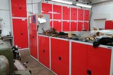 Vybavení dílny policovými skříněmi - Dílenská policová skříň