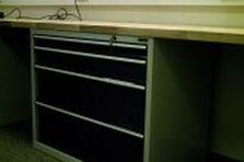 - Dílenské a montážní stoly