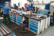 Dílenské vybavení - pracovní stoly - Vybavení dílny a šatny kovovým nábytkem