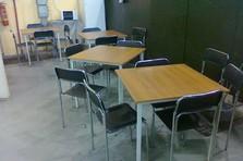 Jídelní stoly a židle - Vybavení dílny a šatny kovovým nábytkem