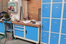 - Dílenské stoly a ponky pro výrobní závod