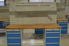 Zásuvky mají madlo z eloxovaného hliníku - Dílenské pracovní stoly ALCERA®