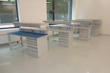 - Dílenské stoly pro speciální pracoviště