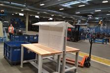 - Dílenské stoly se stavitelnými nohami a nástavbou