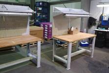 Dílenské stoly se stavitelnými nohami a nástavbou
