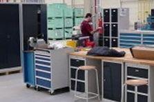 - Dílenský nábytek pro závod v Košicích