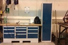 Pracovní dílenský stůl a skříň do svařovny