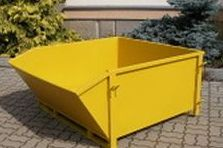 Dodávka barevných nádob na kovový odpad.