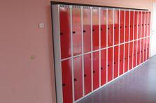 Dodávka dělených šatních skříní do školy
