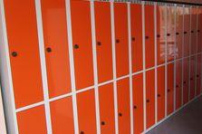 - Dodávka dělených šatních skříní do školy