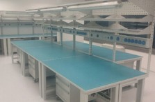 Antistatické stoly s pojízdnými kontejnery - Antistatické stoly pro výzkumné pracoviště
