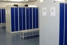- ESD stoly a šatní skříně pro závod v Ústeckém kraji