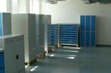 - Dílenský nábytek pro výrobní společnost