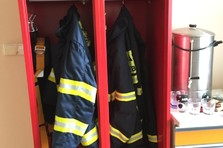 - Šatní skříňky pro hasiče