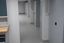 Vybavení dílenských prostor - Kovový nábytek pro výzkumný ústav