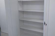 Dílenská policová skříň - Kovový nábytek pro výzkumný ústav