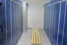 - Šatní skříně pro závod na Pardubicku
