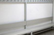 - Lavičky s věšáky pro sportovní centrum Domu dětí a mládeže