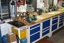 - Modulární pracovní stoly