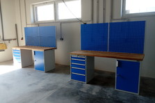 - Montážní dílenské stoly