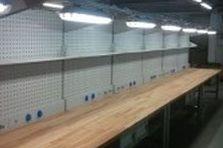 - Montážní pracovní stoly pro výrobní společnost