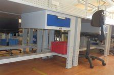 Montážní dílenské stoly mají výškově stavitelné nohy - Montážní dílenské stoly výškově stavitelné