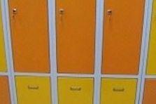 Kovové odkládací boxy - Odkládací šatní boxy pro gymnázium