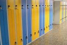 Kovové šatní skříňky - Vybavení šatny gymnázia