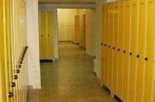 Kovové šatní skříňky na nohách - Školní šatní skříňky pro gymnázium