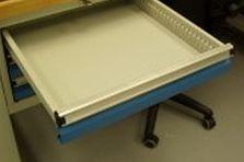 Dílenský pracovní stůl se zásuvkami - Pracovní dílenské stoly pro laboratoře