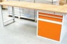 - Pracovní stoly pro Bike centrum