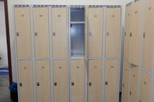 - Šatní skříně pro fitness club Praha 9
