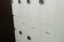 - Šatní boxy pro personál na dočasné použití