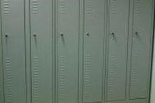 - Šatní skříně celosvařované na předlavičce
