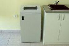 - Kovové šatní skříně do laboratoře