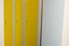 Skříňky na výměnu pracovních oděvů - Kovové šatní skříně do laboratoře