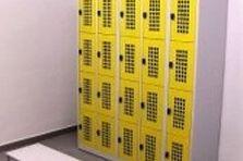 - Šatní skříňky a odkládací boxy se speciálními úpravami