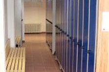 Šatní skříňky a lavice - Šatní skříňky a lavice pro gymnázium