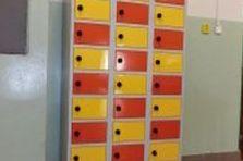 Kovové šatní skříňky na nohách pro ZŠ - Šatní skříňky na nohách pro ZŠ