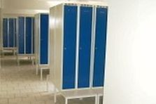 - Šatní skříňky na předlavičce ve sníženém provedení